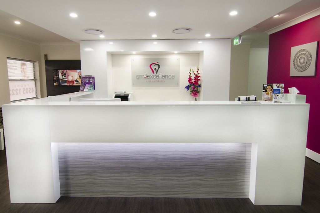 about-us-smilexcellence-front-desk